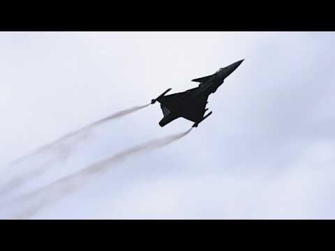 Amazing Gripen Air Display with Pilot Peter Fällén - Farnborough International Airshow 2016