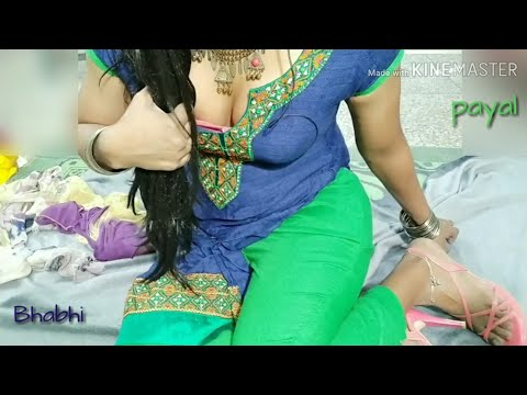 Indian Hot Tight Leggings Girl And Cleavage Exposing thumbnail
