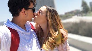BESOS CON LA BROMA DE ALADDIN (HotSpanish Vlogs)