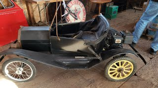 Auction Adevnture! Day 2 of AMISH Auction! Model T Hoosier Cabinet Advertising Oil & Beer Cans