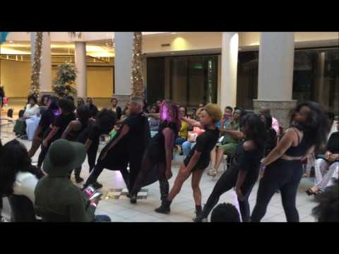 Shantoni Xavier Opens Mississippi's Fall Fashion Show