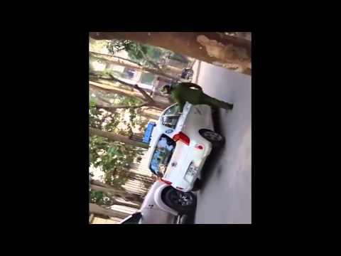 [Cận cảnh] - Tài xế xe taxi chống người thi hành công vụ