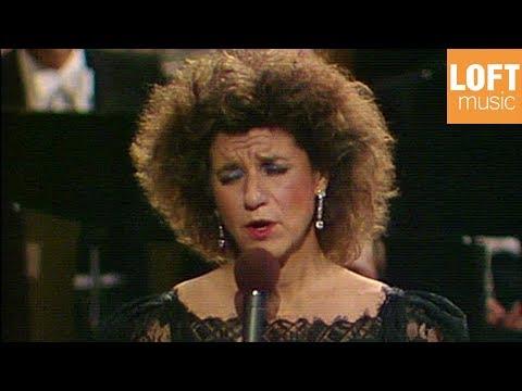 Agnes Baltsa: To tréno févgi stis októ (The train leaves at eight)