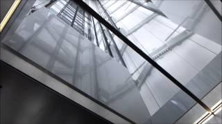 東京スカイツリーの展望回廊からフロア350の下りエスカレーター。 奥...