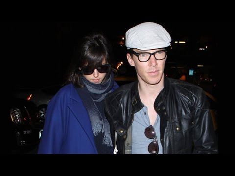 X17 EXCLUSIVE  Benedict Cumberbatch Protects Pregnant Fiancee Sophie Hunter At LAX