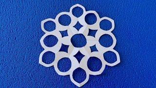 Как вырезать бумажную снежинку просто. How to make paper snowflakes step by step.