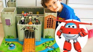 Oyuncak Karton Kale ve Harika Kanatlar Jet | Toy Castle and Super Wings Jet
