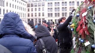 Refugeecamp Berlin 1. Advent! Baumfest Berlin 2.12.2012 Brandenburger Tor
