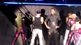 Nicki Minaj - Whip It (Fan On Stage w Surprise) - The Pinkprint Tour 2015