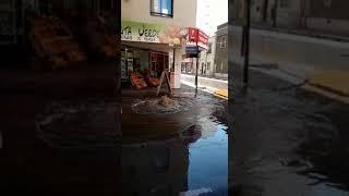 Líquidos cloacales desbordados en la esquina de Corro y Deán Funes en Córdoba