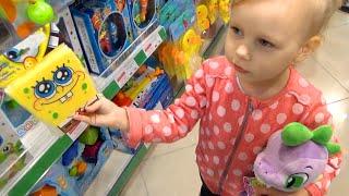 ВЛОГ Как мы провели день ♡ Купили много игрушек ♡ Алисе разукрасили лицо !!!