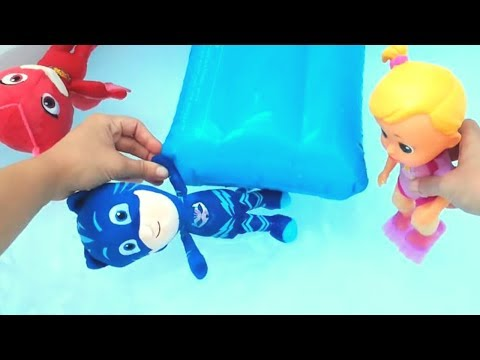 Insegniamo a nuotare a Gattoboy 🌊 Con Gufetta dei Pj Masks e Luna dei Bloopies! [VIDEO EDUCATIVO]