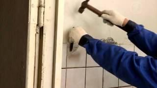 видео Демонтаж плитки: как снять со стены в ванной старый кафель, с пола убрать своими руками, демонтировать керамическую