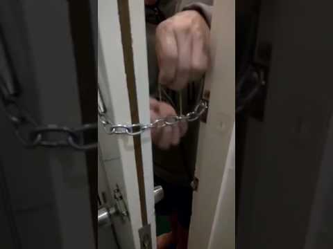 How to break a chain lock using tape and a rubber band