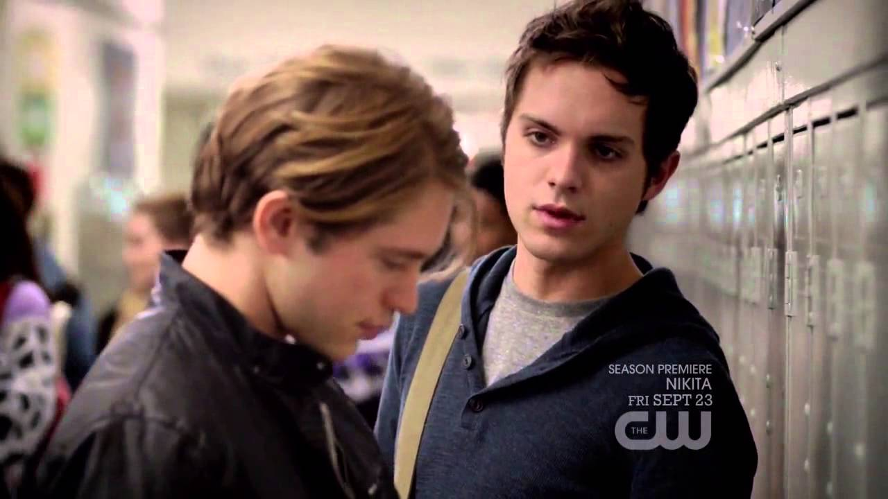 Download Cassie's first day of school - The Secret Circle 1x01