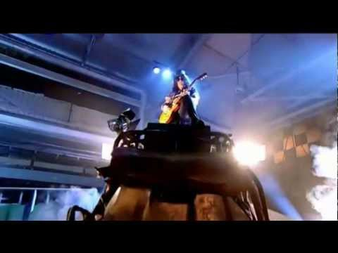 Slash Plays Out Top Gear