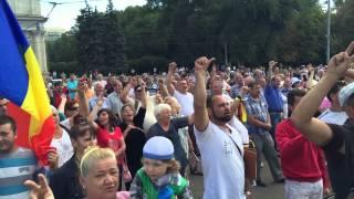 Молдавский Майдан: митингующие посылают власть вон