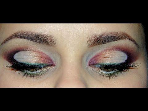 Яркий макияж в форме петли