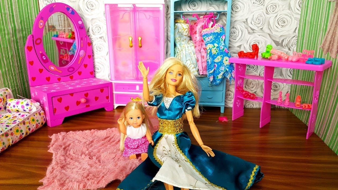 l 39 armadio con i vestiti e scarpe di barbie nuovo