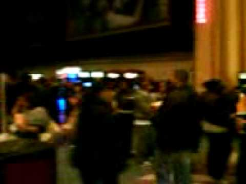 New moon waiting line at jersey gardens mall theater - Jersey gardens mall movie theater ...