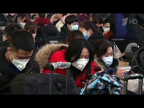 Первый смертельный случай от коронавируса зафиксирован в китайской провинции, которая граничит с РФ.