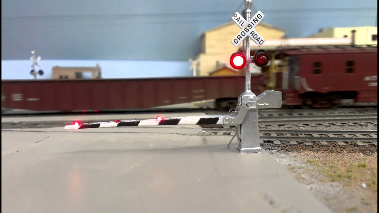 Ho Scale Animated Crossing Gate Youtube