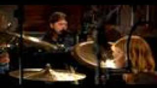 The Foo Fighters playing songs from their new album: Echoes, silenc...