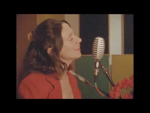 Смотреть клип Waxahatchee - Can't Do Much