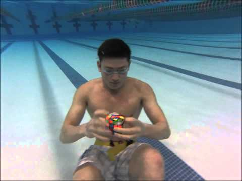 3 Rubik's cubes solved Underwater in 1 minute!