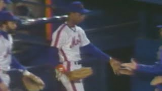 Darryl Strawberry throws out Alan Wiggins at the plate
