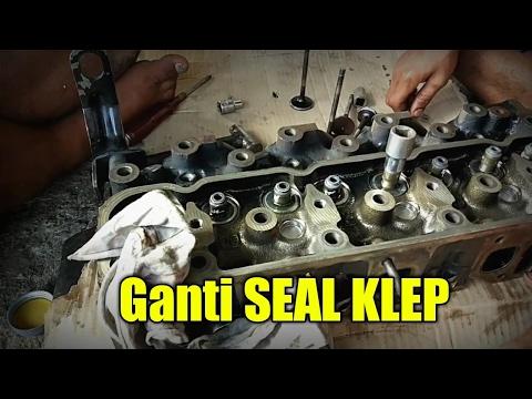 Mengganti SEAL KLEP karena asapnya knalpot putih pada mobil panther