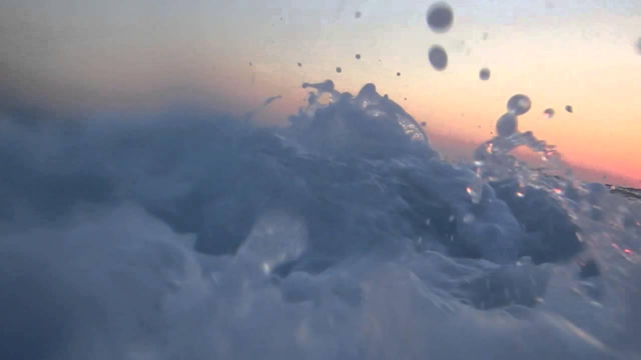 Скачать обои 540x960 океан, закат, видео, море, небо на htc desire.
