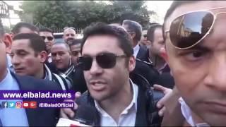 أحمد حسن يغادر دار القضاء بعد تقديم بلاغ سب وقذف ضد مرتضى منصور.. فيديو
