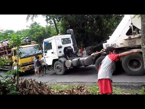 Supir container skill dewa.. proses evakuasi truk muatan motor mogok !!!