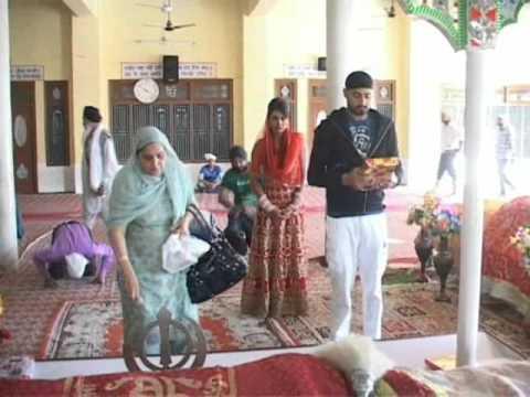 harbhajan singh bhajji and geeta basra marriage ke baad hoshiarpur gurudwara me matha tekte