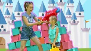 Саша и Богдана строят ГИГАНТСКИЙ замок для Жасмин!