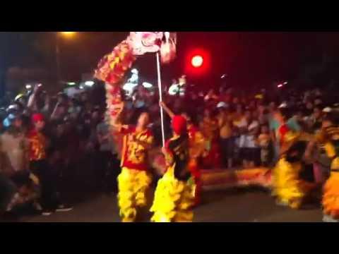 Đoàn lân sư rồng Bạch Ngọc Đường _ Huế ( Trung Thu Huế New 2012 ) Múa Rồng