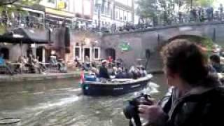 Bride & groom on a boat in Utrecht