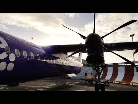 Strong Crosswind 30 Knots Dash Q400 Landing at London City Airport