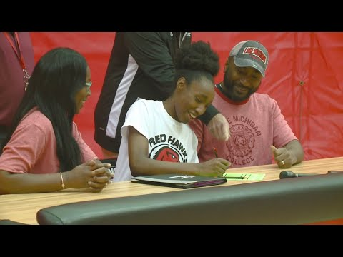 North Side's Mykaille Williams signs to play volleyball at Lake Michigan College