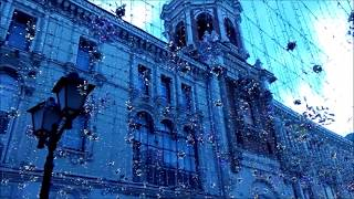 Москва, звонят колокола.