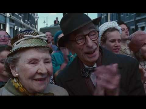 Смотреть фильм Чарли и шоколадная фабрика (2005) в хорошем