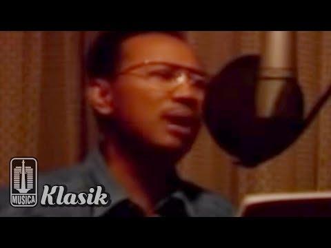 Ebiet G Ade - Elegi Esok Pagi (Karaoke Video)