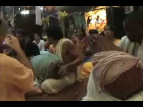 Awesome Mridanga playing and kirtan........Full Video