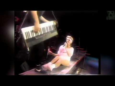 Olivia Newton John - Physical World Tour 1982 (5/7)