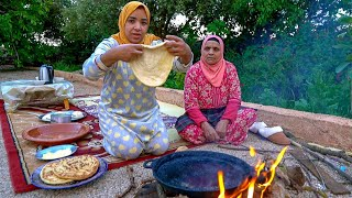 Prepare bread on the old Moroccan way