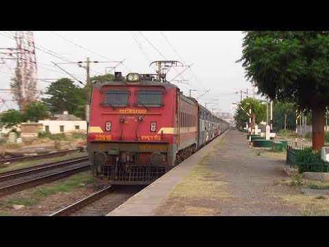 12873 Jharkhand Swarna Jayanti Express (via Chopan) Crossing Dankaur Railway Station !!