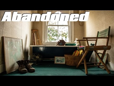 ABANDONED Untouched House with EVERYTHING Left Behind ! Some Very Cool Finds