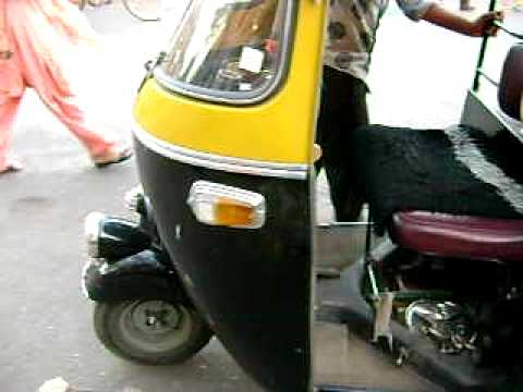 CATCHING TAXI SCOOTER IN MUMBAI, INDIA  VIDEO 1