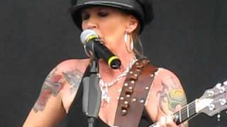 Lita Ford - Close My Eyes Forever (live Gods Of Metal 2009).AVI